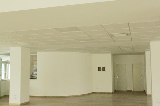 Umbau eines Autohauses in ein Labor, Straubing
